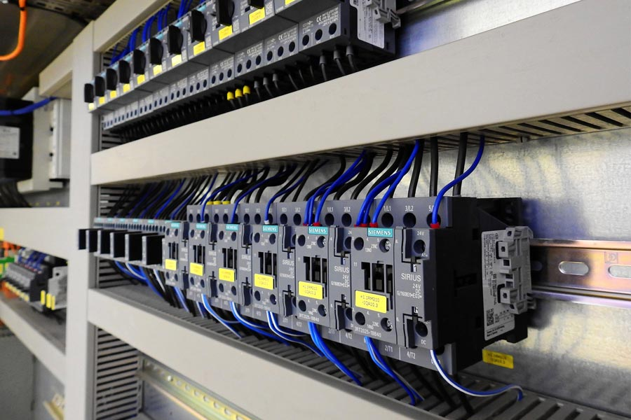 Fertigung |Alphatec Systems